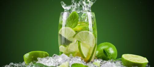 O limão é um ótimo aliado para combater gripes e resfriados.