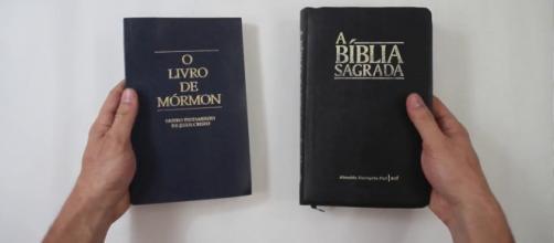 """O Livro de Mórmon é usado juntamente com a Bíblia pelos """"Santos dos Últimos Dias"""""""