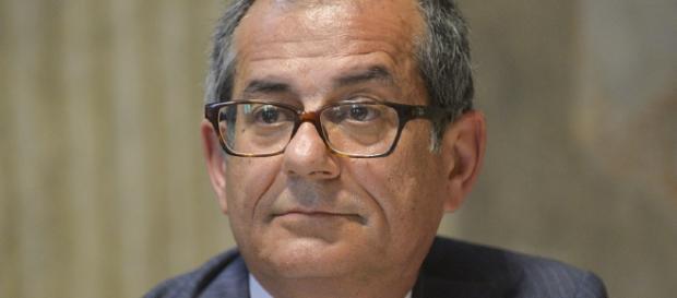 Pensioni, il ministro Giovanni Tria ha in mente la rimodulazione di Quota 100: ipotesi riduzione finestre da 4 a 2