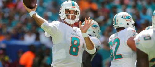5 things everyone should know about the Miami Dolphins vs Houston Texans game on Thursday night. [Image via sport360.com/YouTube]