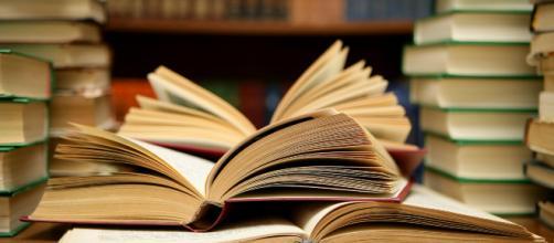 Dezenas de livros grátis para descarregar em português [Imagem via Flickr/Abhi Sharma]