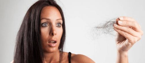 Dicas para ajudar a controlar a queda de cabelo. (foto reprodução).