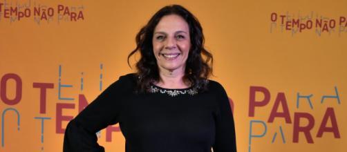 Em destaque atriz Rosi Campos da novela O Tempo Não Para