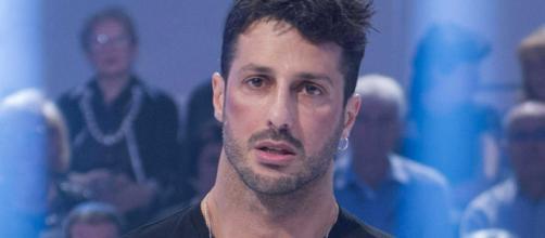 Fabrizio Corona avrebbe distrutto il camerino del GF: Mediaset pronta a chiedere i danni.