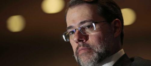 General por Toffoli no STF sugere que ministro combata declarações de filho de Bolsonaro