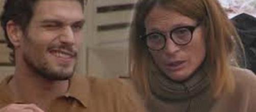 Gf Vip, Jane Alexander tra le braccia di Elia dopo il confronto con il fidanzato