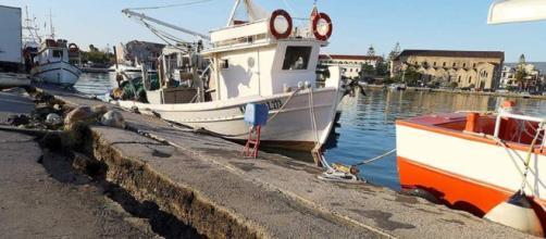 I danni del terremoto nel porto di Zante, in Grecia