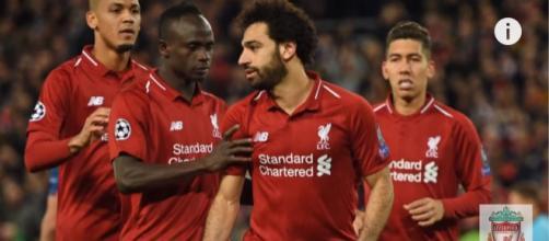 Mohamed Salah com os colegas [Imagem via YouTube]