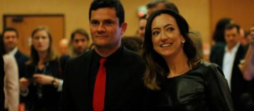 Sergio Moro ao lado da mulher, Rosângela Moro
