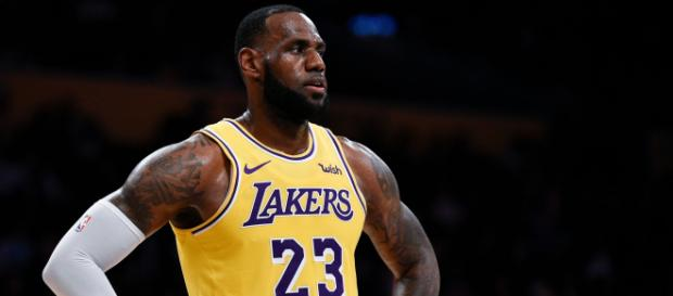 LeBron might be on his 15th year, but he is still freakishly athletic. image - azcentral.com
