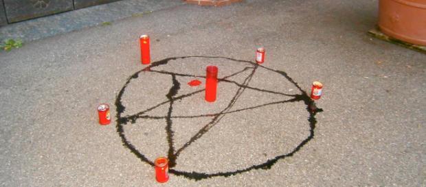 Florida, ragazzine tentano di uccidere i compagni con un rituale satanico
