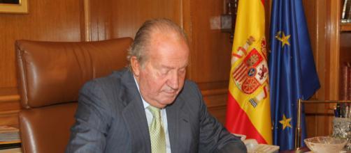 Carles Torras critica al rey Juan Carlos enseñando un vídeo donde ensalza a Franco