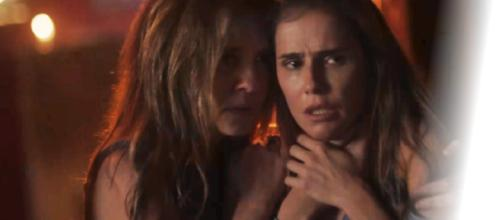 Laureta rouba o filho de Rosa, contando com a ajuda de Karola, sua filha