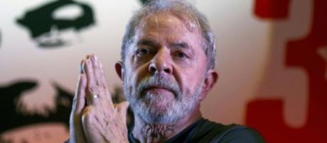 Lula pode ficar mais tempo na cadeia caso Bolsonaro seja eleito, é o que prevê o PT. (foto reprodução).
