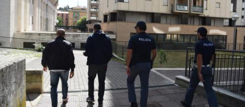 Forze dell'ordine in servizio nel quartiere Fontivegge di Perugia