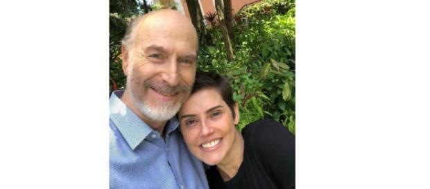Ator postou foto ao lado de Deborah Secco