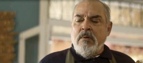 Final triste para Agenor na novela Segundo Sol. (foto reprodução).