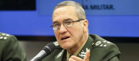 General Villas Bôas parabeniza Bolsonaro