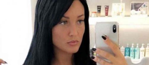 Aurélie Dotremont accro à la chirurgie esthétique, sa dernière photo choque les fans.