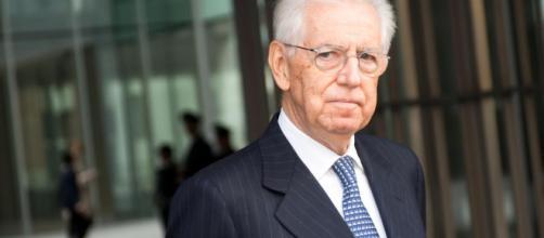 Mario Monti: 'Il Governo cambi la manovra, a questi livelli di spread le banche soffrono'