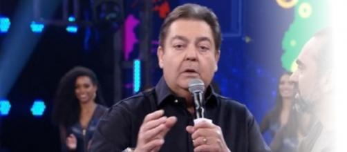 No Domingão do Faustão, apresentador desmentiu Sonia Abrão.