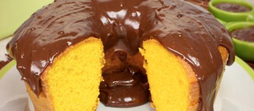 O bolo de cenoura é uma das receitas de sobremesa mais famosas do Brasil.