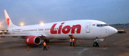 Passengers on Jakarta-Belitung Lion Air flight disembark plane ... - coconuts.co