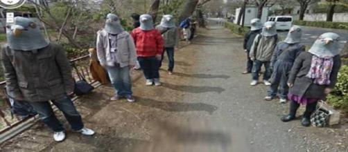 Registro de pessoas com máscaras de pássaros. (Foto: Reprodução Internet)