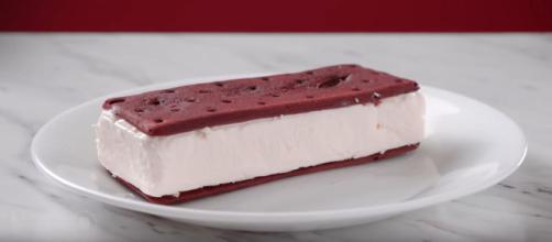 Ice Cream Sandwich Maker [Source: Vat19 - YouTube]