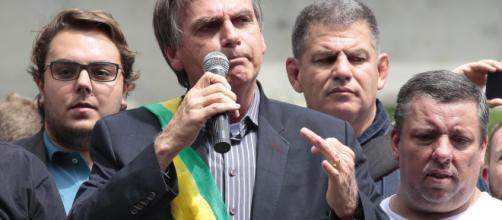 Jair Bolsonaro lidera pesquisa