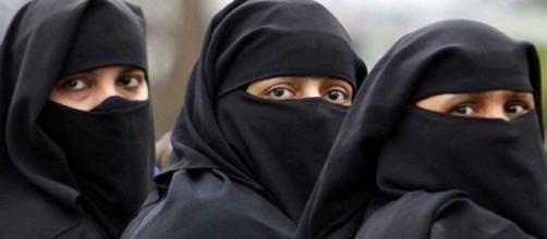 le donne col burka nella repubblica islamica