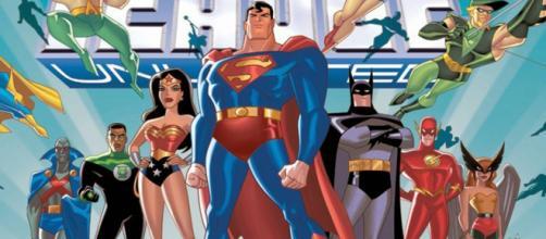 Os heróis que compõem a Liga da Justiça na série animada.
