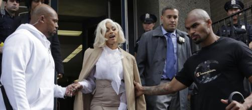REPORTE: La cantante Cardi B se entrega a la Policía - Hoy - hoylosangeles.com