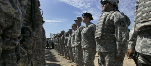 El Gobierno de los Estados Unidos informó este lunes que enviará a unos 5.200 soldados a la frontera con México