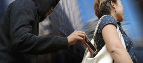 Furtos e roubos de celulares são cada vez mais frequentes (Imagem: Reprodução/TudoCelular)