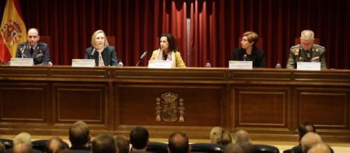 La ministra Robles inaugura la Jornada de Comunicación y Fuerzas Armadas