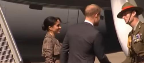 Meghan Markle, Prince Harry arrive in Wellington, New Zealand [Image courtesy - | Newshub YouTube video]
