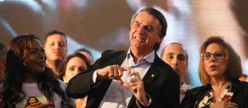 Novo presidente brasileiro eleito revelou que conversará brevemente com o juiz Moro para lhe oferecer cadeira no Supremo ou Ministério da Justiça
