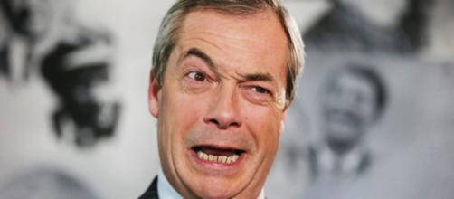 Nigel Farage considera la Commissione europea una nuova dittatura formata da gangster