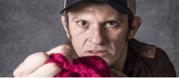 Delegado Machado (Milhem Cortaz) usará calcinhas na próxima novela das nove da Globo, O Sétimo Guardião