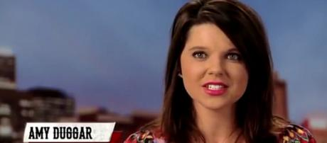 Cousin Amy, known for appearing on TLC, seems to be back in the Duggar family's embrace. [Image Source: Nicki Swift - YouTube]