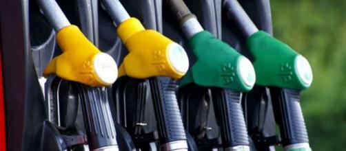 Cambiano i nomi dei carburanti: dal 12 ottobre entreranno in vigore le nuove sigle