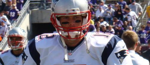 Tom Brady and the Patriots look to climb back towards first place in the AFC East in Week 5. [Image via Wiki Commons]