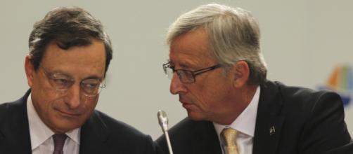 Draghi, Juncker e gli euroburocrati minacciano l'Italia