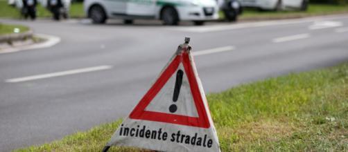Lecce, camion va fuori strada: deceduto sul colpo il conducente