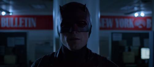Matt Murdock fights Bullseye who is wearing his Daredevil suit in season 3 [Image Credit: Netflix/YouTube screencap]