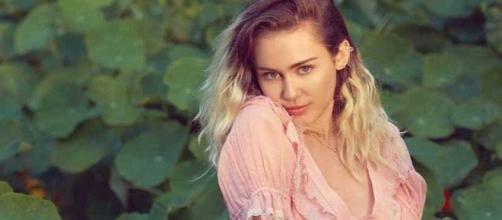 Miley Cyrus é um fenômeno mundial desde sua adolescência. (foto reprodução).