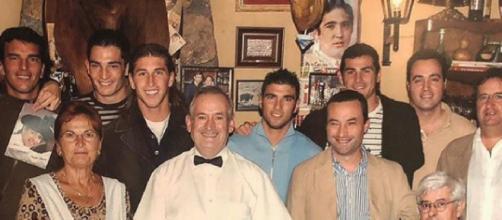 Sergio Ramos e Iker Casillas, entre otros, en Casa Gregorio en 2007. / INSTAGRAM