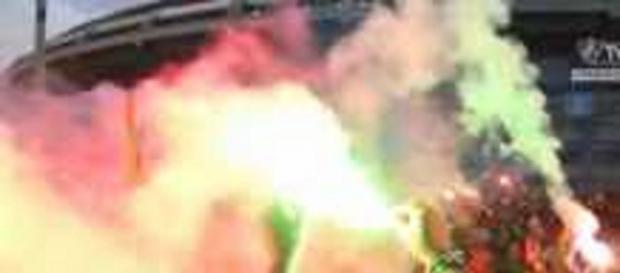 Com fumaça e pó-de-arroz, torcida do Fluminense teve papel decisivo na classificação da Sul-Americana (Foto: Site Oficial do FFC)