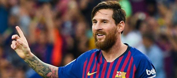 Lionel Messi está feliz com seu desempenho individual, mas aclama por reforços defensivos